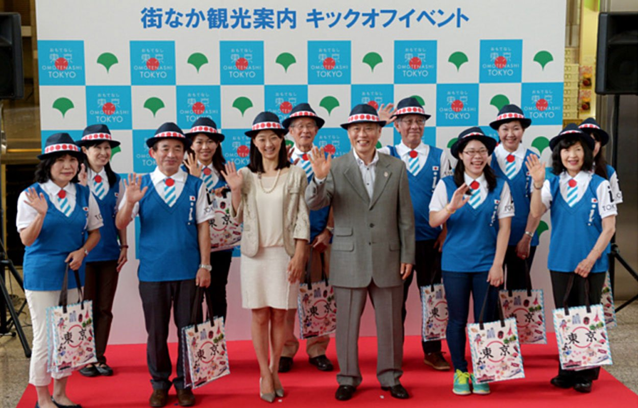 Unveiling the official Omotenashi uniform by the Tokyo governor (Source: http://bit.ly/1Z7ikF0)