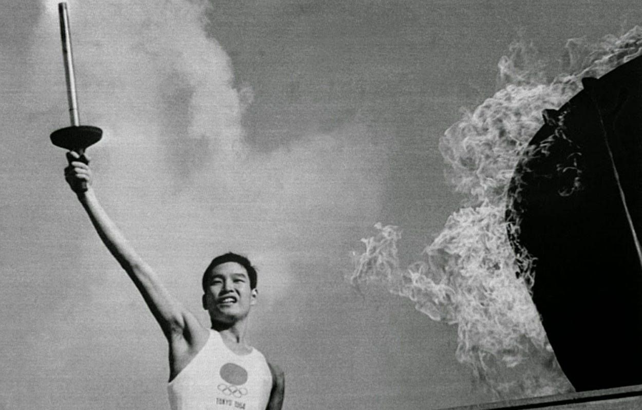 Sakai Yoshinori lighting 1964 Olympic torch (Source: http://bit.ly/1IPjHE6)