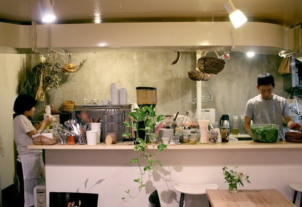 Cutest Organic Bakery Cafe in Tokyo with Free Baguette Refill